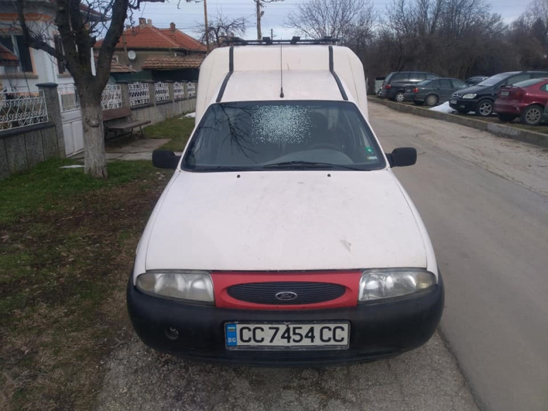 Ford Courier - image 11