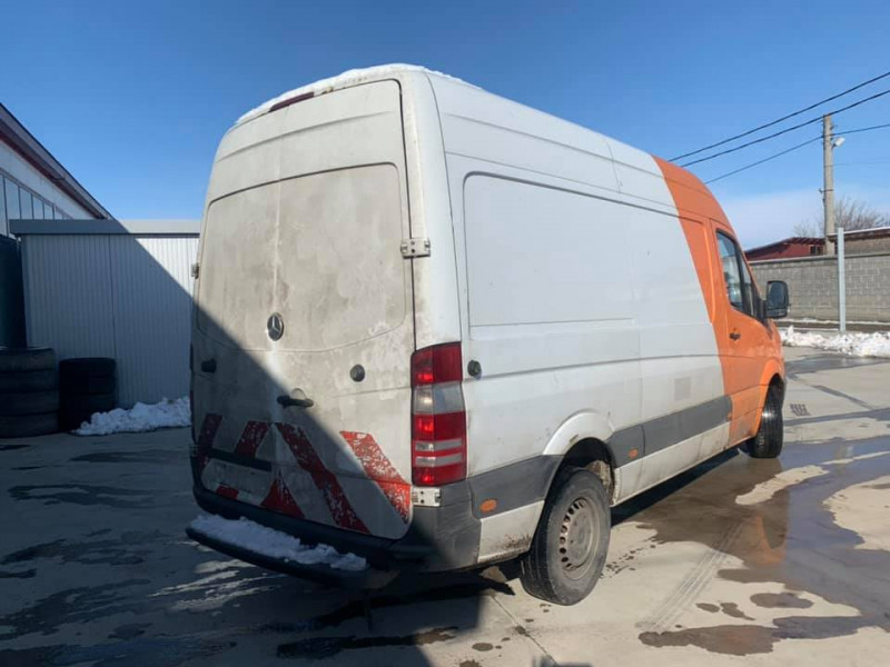 3- Mercedes-Benz Sprinter 313
