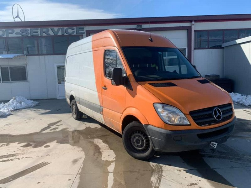 4- Mercedes-Benz Sprinter 313