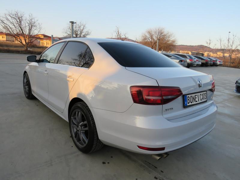VW Jetta - image 7