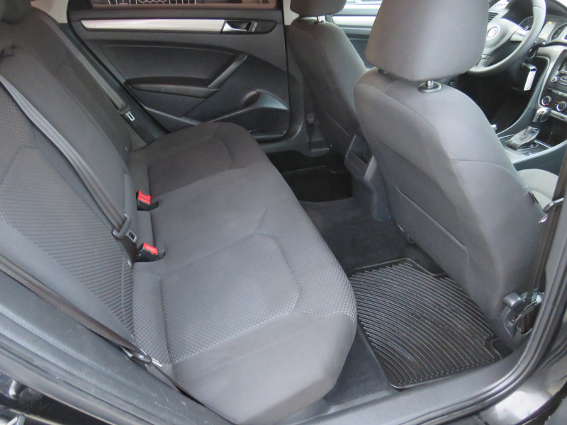 VW Passat - image 13