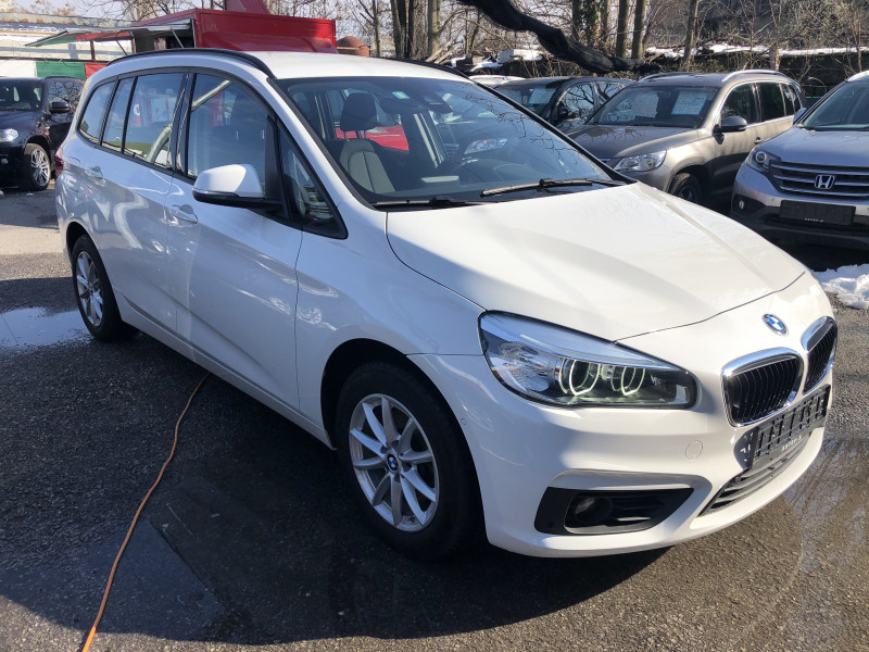 BMW 216 - image 3