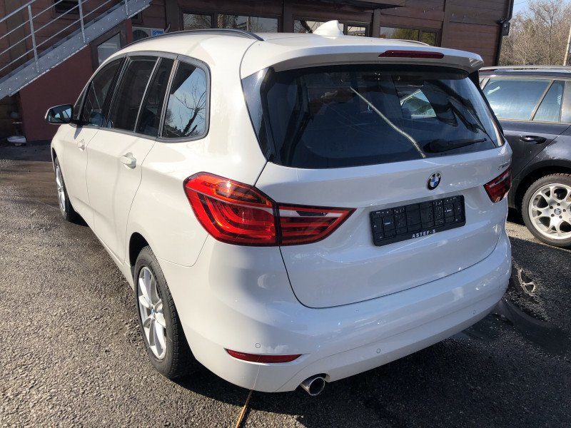 BMW 216 - image 5