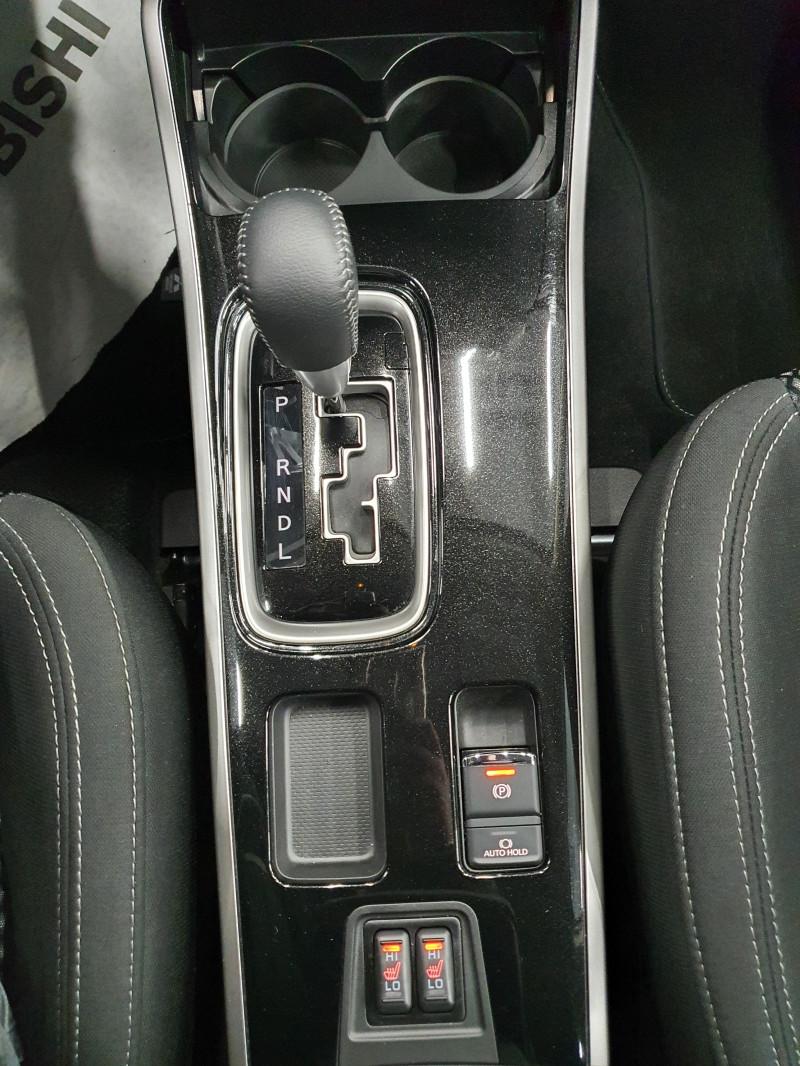 Mitsubishi Outlander - image 12