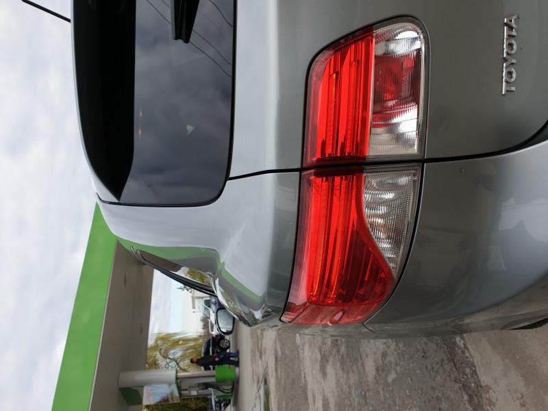 Toyota Avensis - image 12