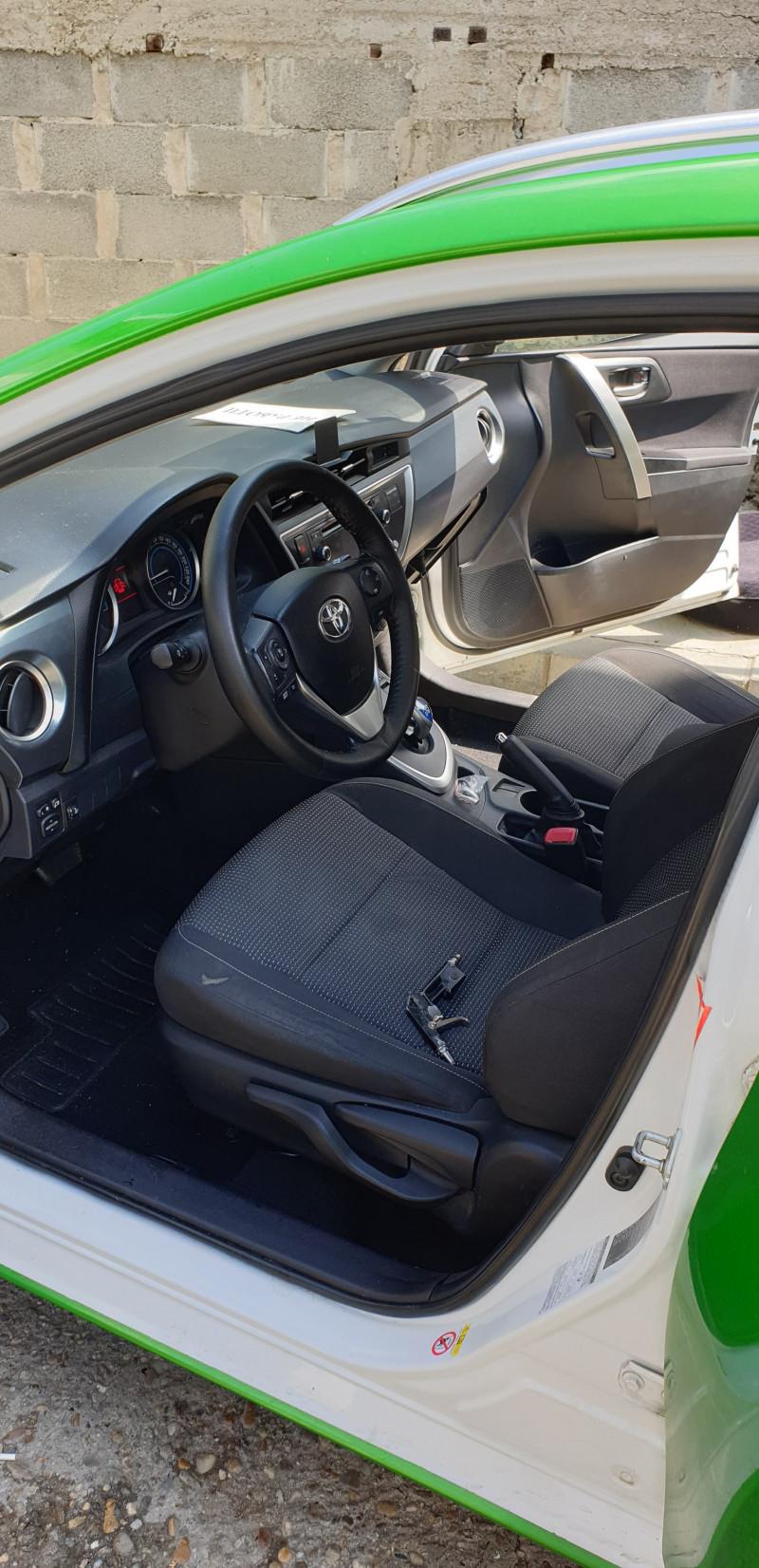 Toyota Auris - image 9