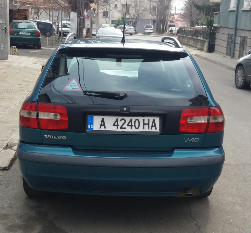 Volvo V40 - image 2