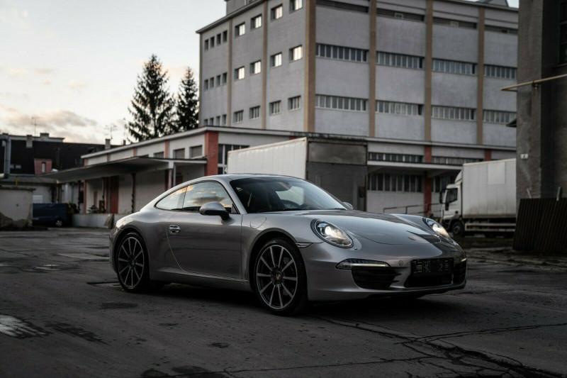 Porsche 911 - image 2