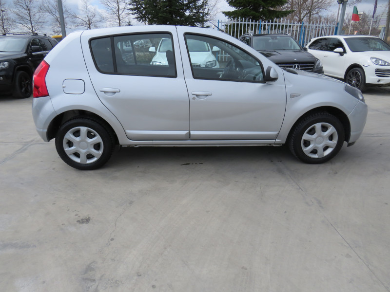 Dacia Sandero - image 4