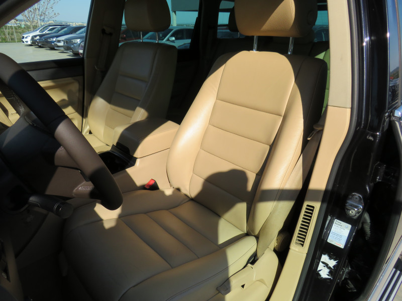 VW Touareg - image 10