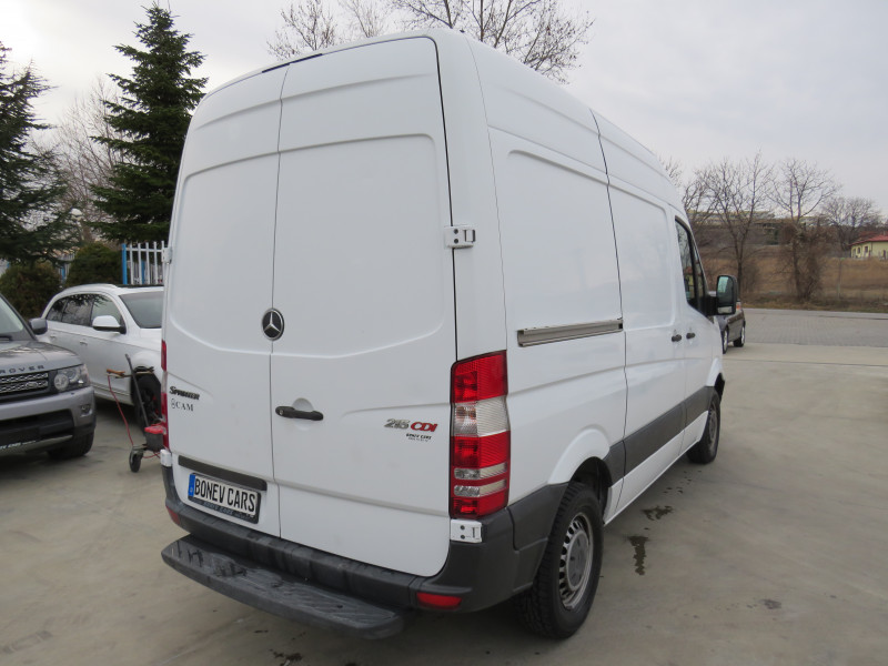 5- Mercedes-Benz Sprinter 216