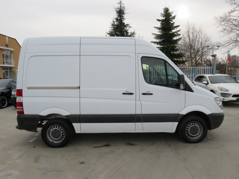 4- Mercedes-Benz Sprinter 216