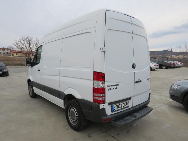 7- Mercedes-Benz Sprinter 216