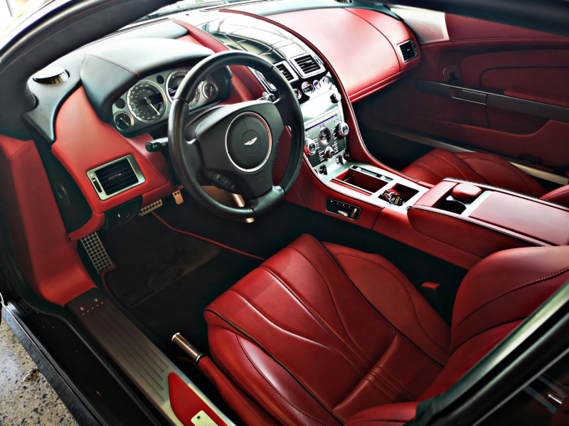 Aston Martin DB9 - image 11