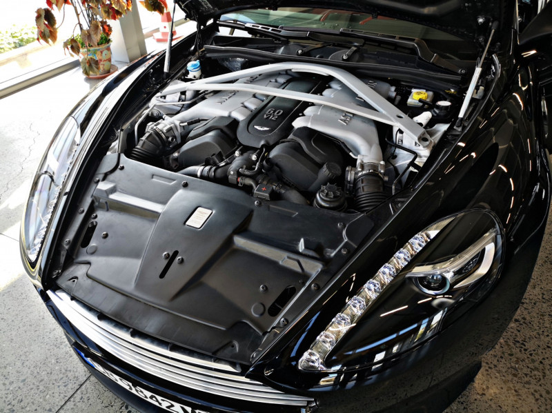 Aston Martin DB9 - image 12