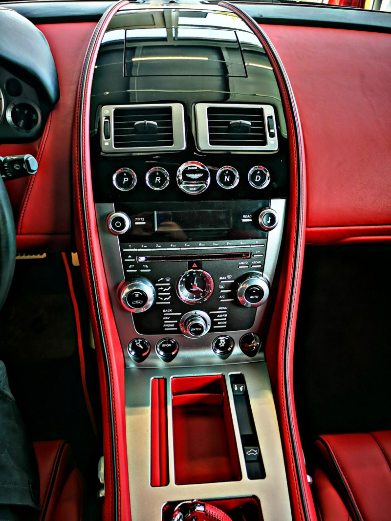 Aston Martin DB9 - image 14