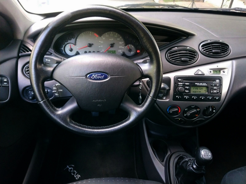 Ford Focus - image 8