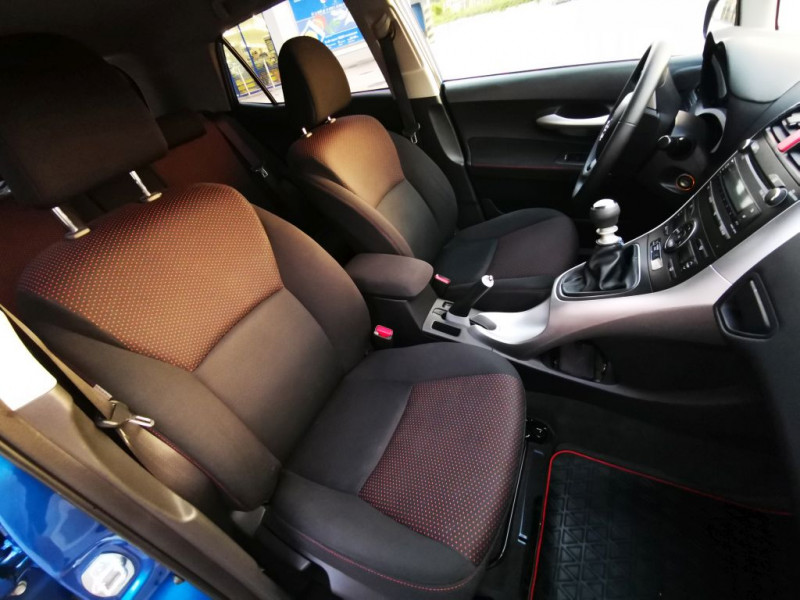 Toyota Auris - image 8