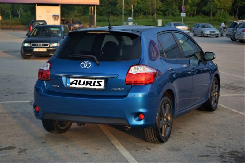 Toyota Auris - image 10