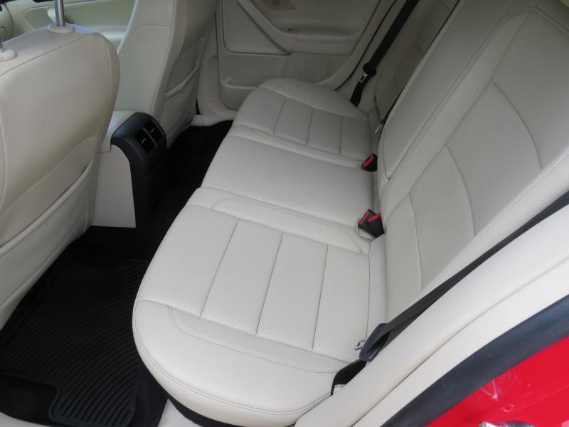 VW Jetta - image 11