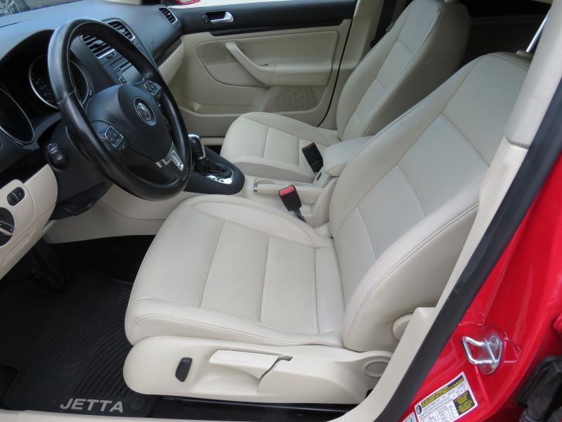 VW Jetta - image 9