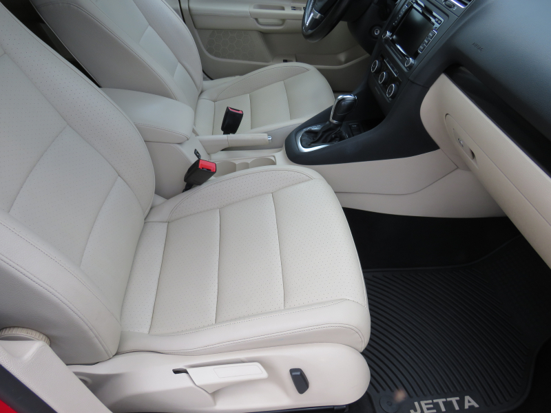 VW Jetta - image 14
