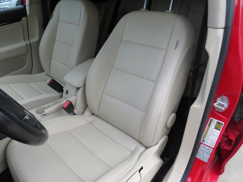 VW Jetta - image 10