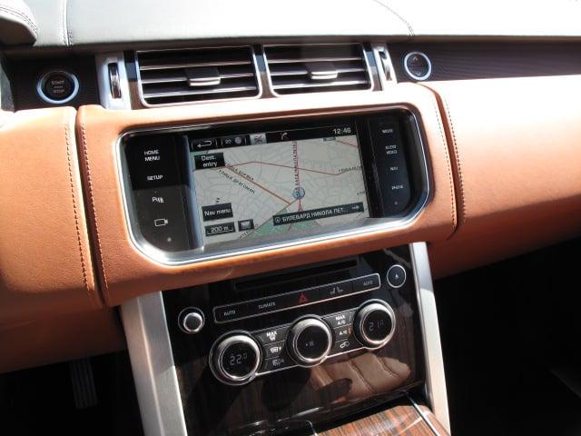Land Rover Range Rover Vogue - image 8
