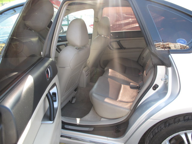 Subaru Legacy - image 7