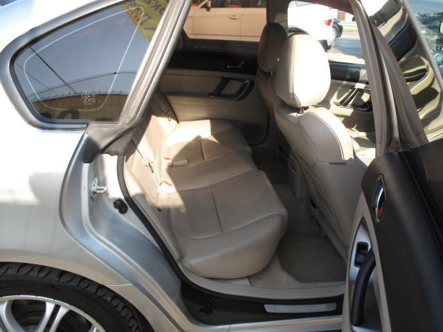 Subaru Legacy - image 8