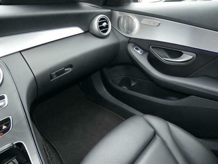 Mercedes-Benz C 300 - image 13