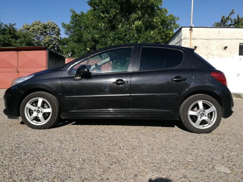 Peugeot 207 - image 6