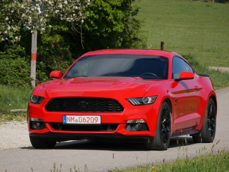Ford Mustang - image 5