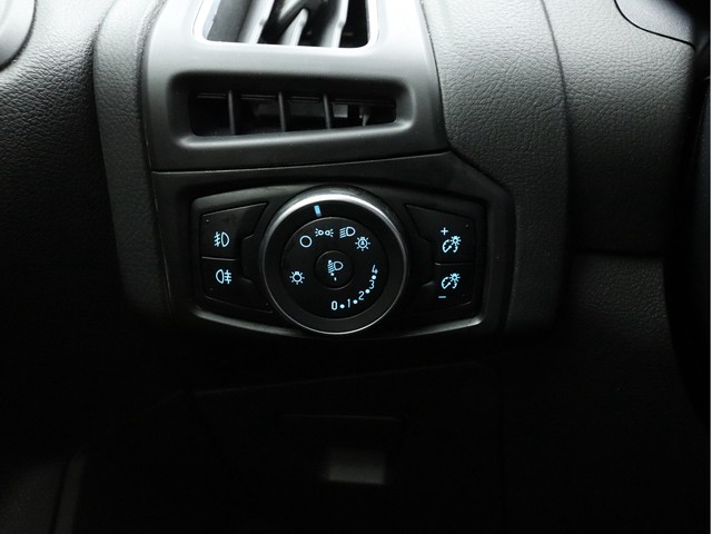Ford Focus - image 12
