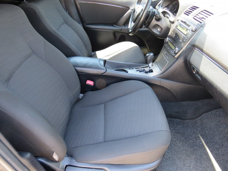 Toyota Avensis - image 14