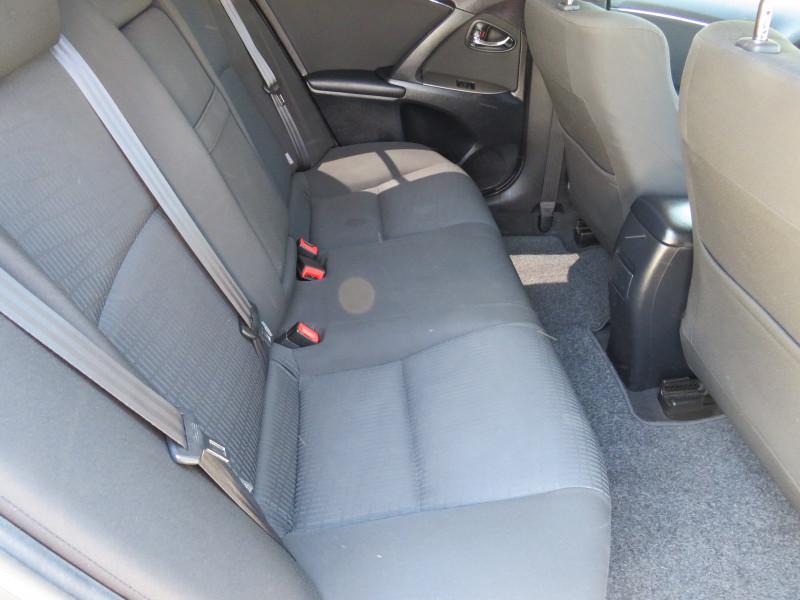 Toyota Avensis - image 13