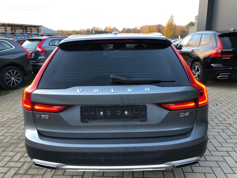 Volvo V90 - image 4