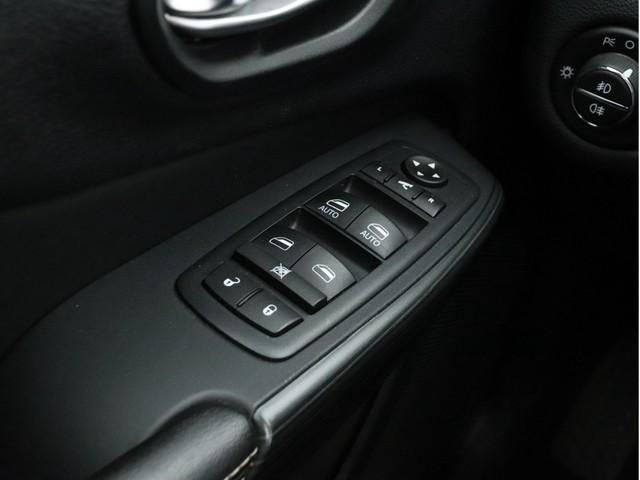 Jeep Cherokee - image 12