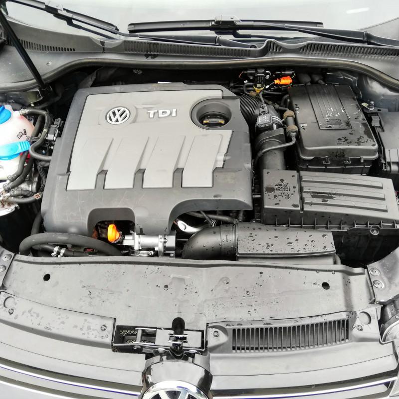 VW Golf - image 12