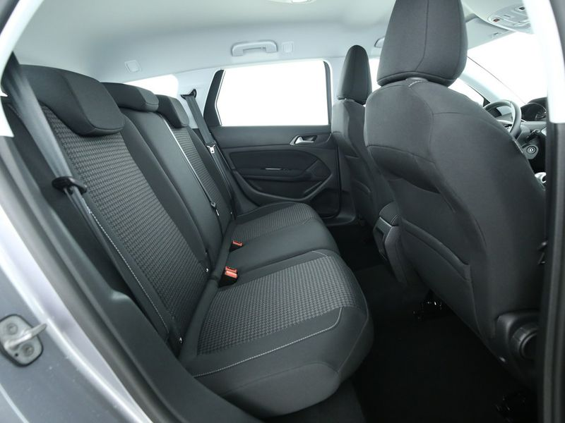 Peugeot 308 SW - image 7
