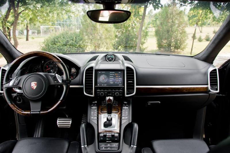 Porsche Cayenne - image 12