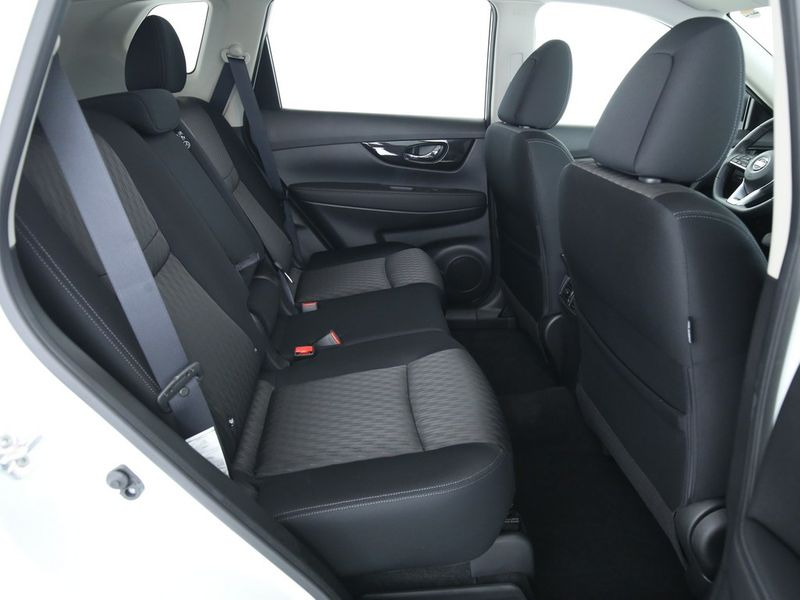 Nissan X-Trail - image 8