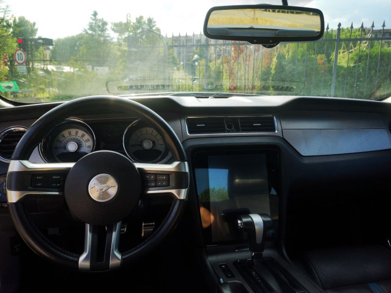 Ford Mustang - image 11