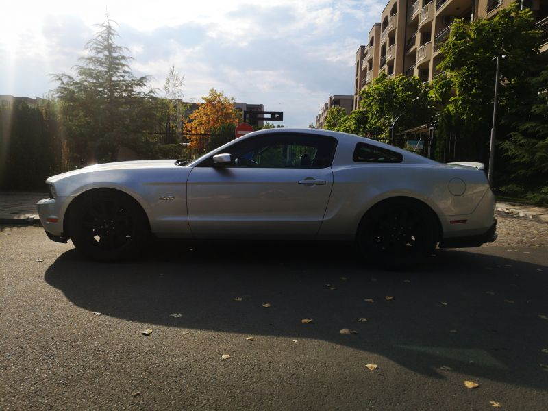 Ford Mustang - image 4