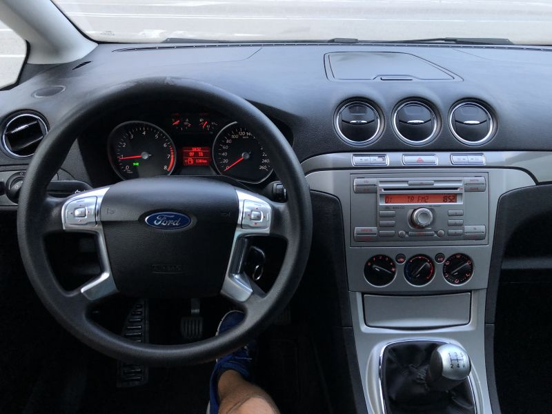 Ford S-Max - image 10