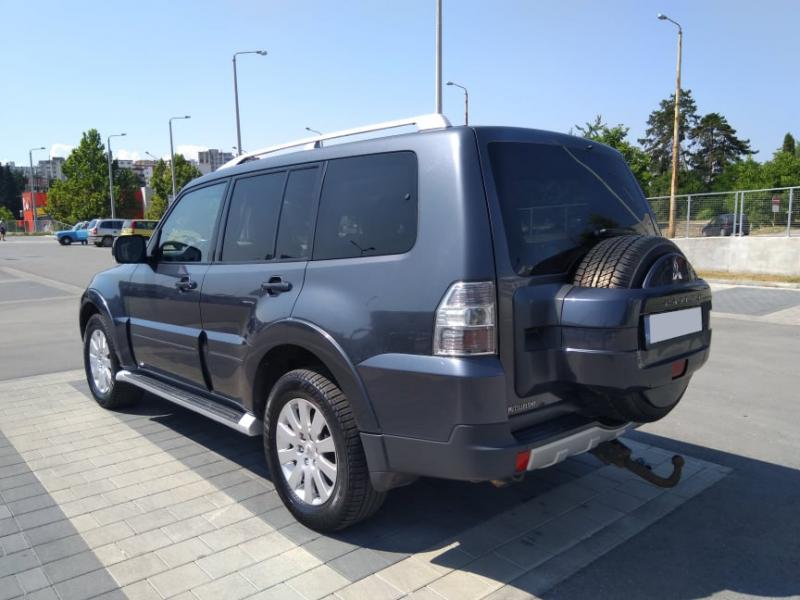 Mitsubishi Pajero - image 3