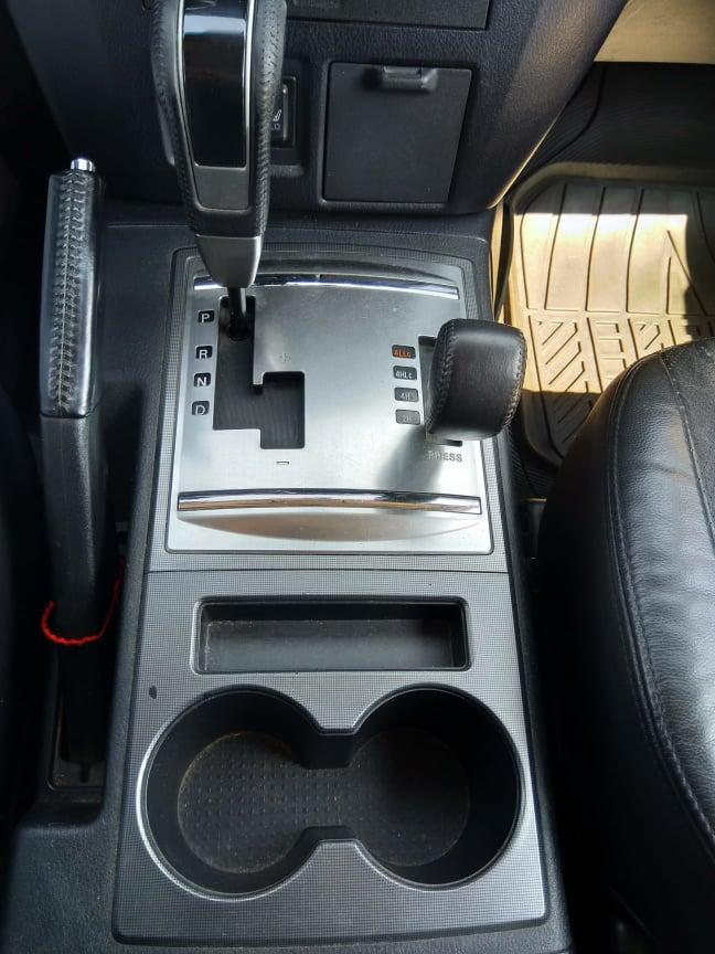 Mitsubishi Pajero - image 12