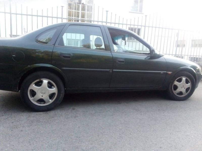 Opel Vectra - image 1