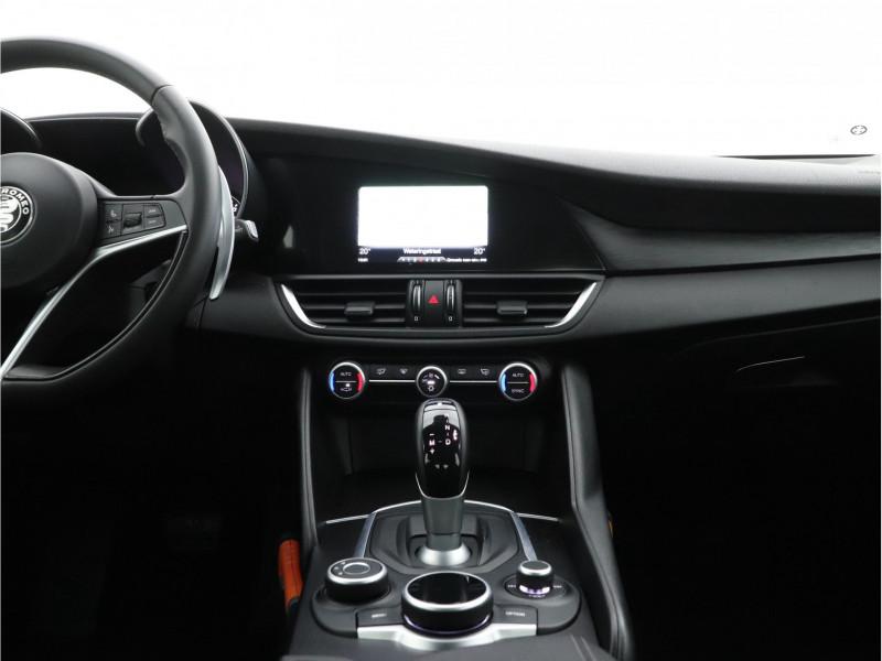 Alfa Romeo Giulia - image 7