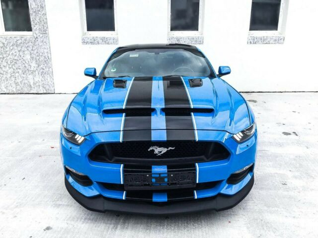 Ford Mustang - image 3